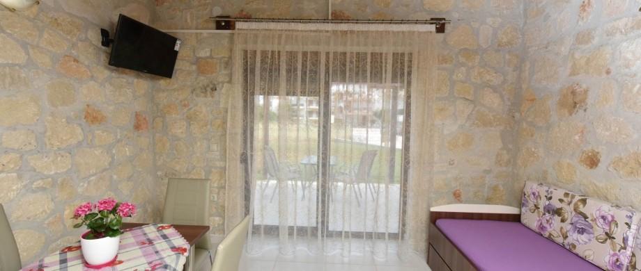 in_livingroom2