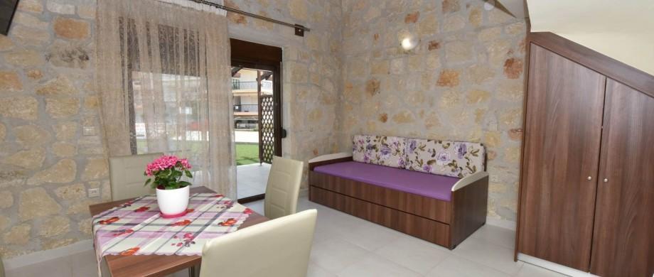in_livingroom_diagonal2